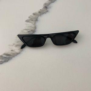Slim 90s inspired sunglasses